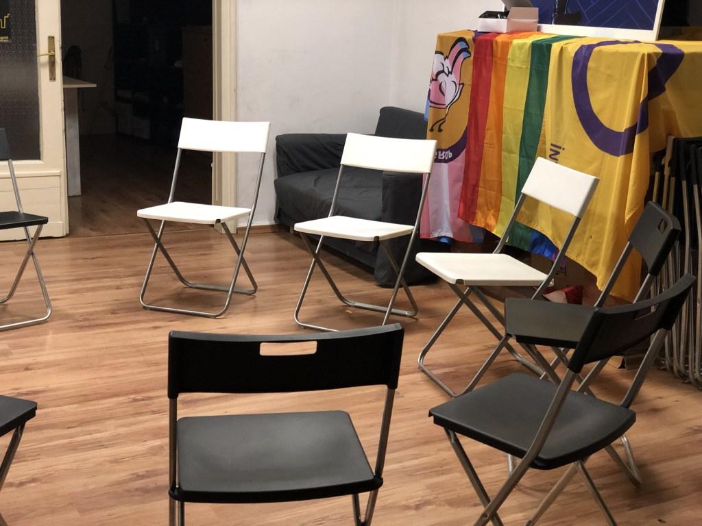 Групи за взаимопомощ за живеещи с ХИВ и техните близки роднини